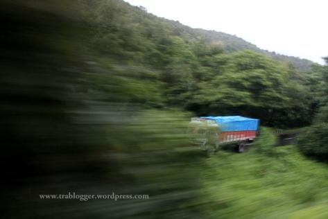 slow shutter speed photography, motion blur, blur