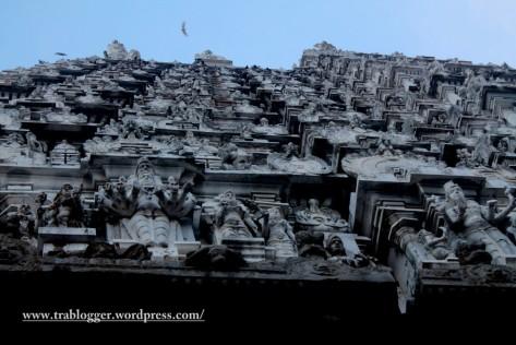 The massive Annamalaiyar temple towers