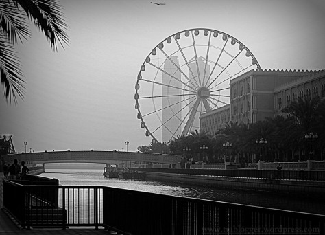 This ferry wheel ride can give you the beautiful view of Corniche