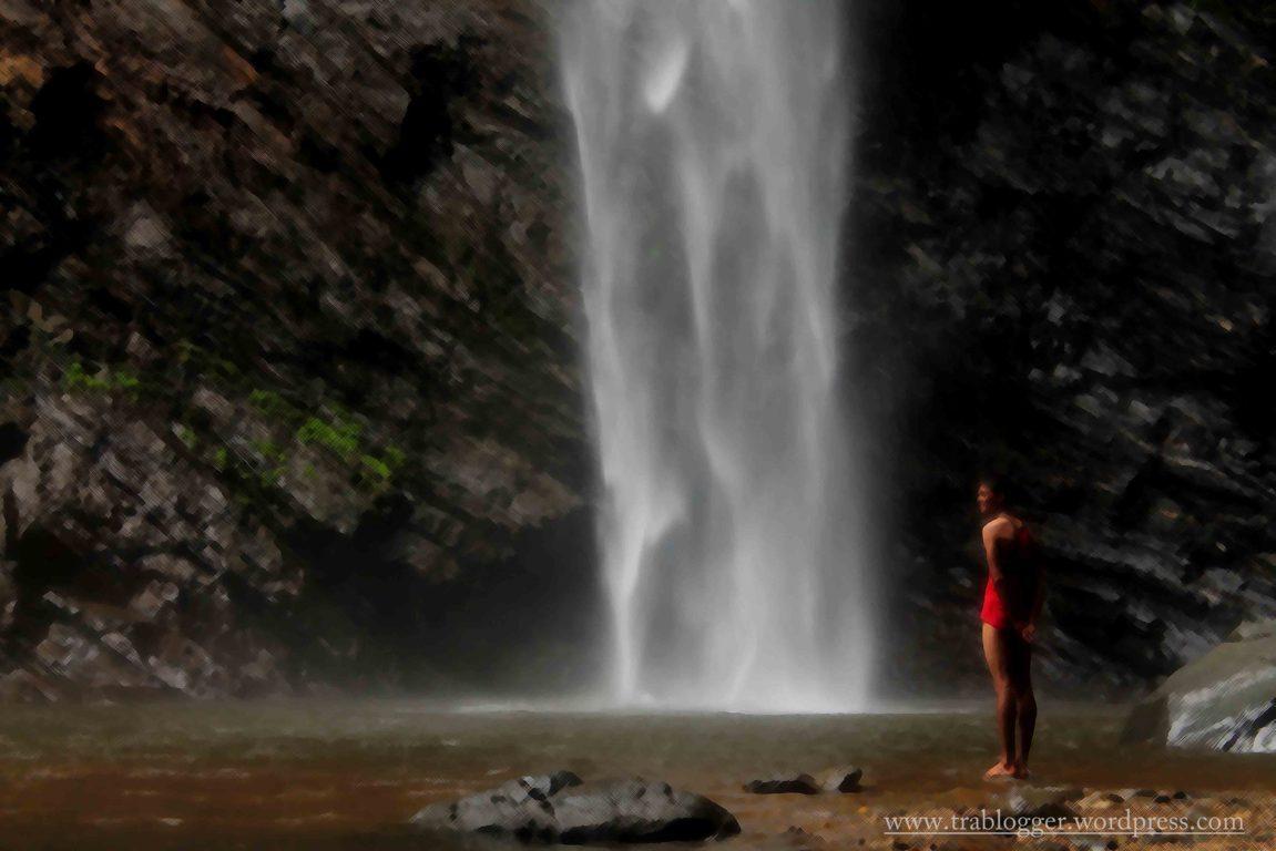 Some guy enjoying the Grandeur of Koodlu falls